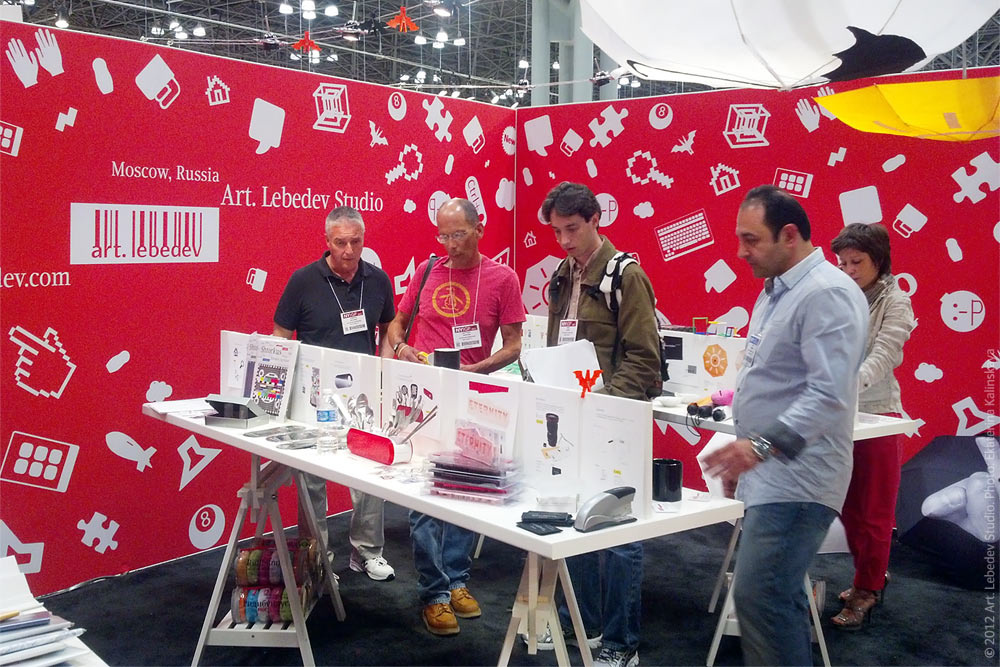 Visitors at the new york international gift fair 2012 for New york international gift fair