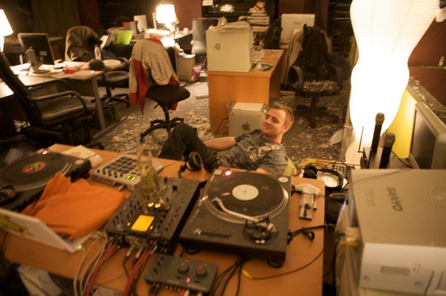 http://img.artlebedev.ru/studio/oneday/2008.10.10/_MG_0037.jpg